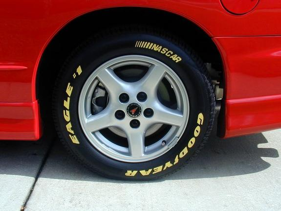 98_02_Firebird_red_factory_gfx_yellow_letter_tires_2.jpg